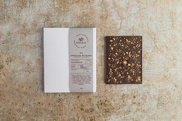 czekolada Madagaskar migdałami i cynamonem